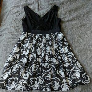 WHBM gorgeous black & white floral dress, sz 14